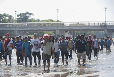 Migrant caravan leaves hurricane-hit Honduras for US