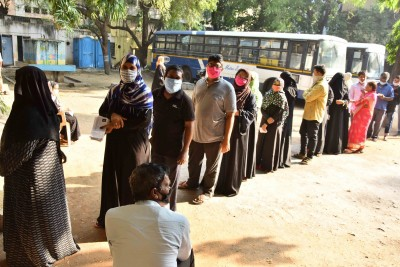 Nearly 30% polling in Hyderabad till 4 pm (3rd Ld)