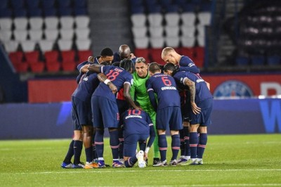 Neymar stretchered off in PSG's defeat to Lyon
