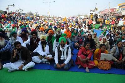 Protest agenda: Farmers demand 'toll-free' India on Saturday (Ld)