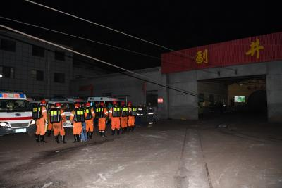 Rescue underway for 13 trapped Chinese coal miners