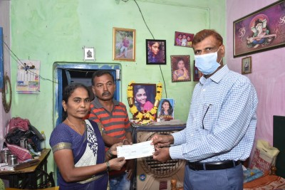 Rs 10 lakh, 5 acres for kin of murdered Andhra woman