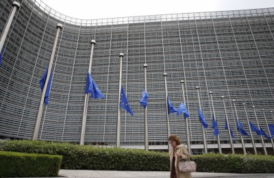 Russia bans more EU officials from entry