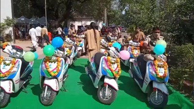 TDP leader alleges YSRCP colours adorning police vehicles