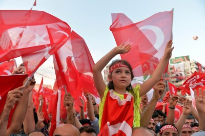 Turkey seeks detention of 304 military personnel