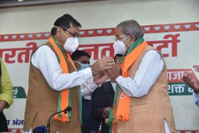 Veteran leader Ghanshyam Tiwari makes 'ghar wapsi' to BJP