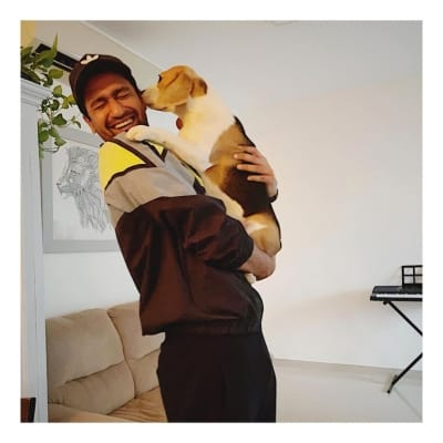Vicky Kaushal shares adorable picture posing with 'padosan'