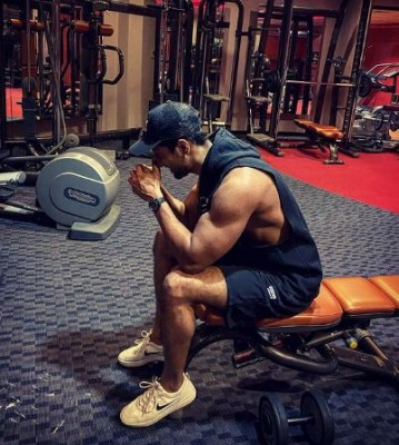 Vicky Kaushal shares glimpse of last working day in 2020