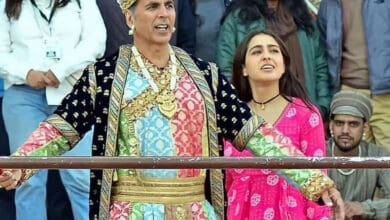 Viral Video: Akshay Kumar has a 'ghatiya' reply to Sara Ali Khan's shayari