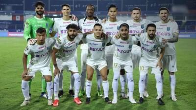 10-man Kerala Blasters beat Jamshedpur 3-2