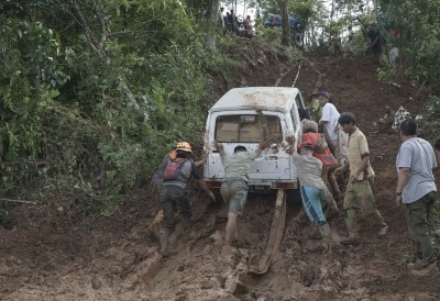 10 workers trapped as landslides hit Indonesian coal mine