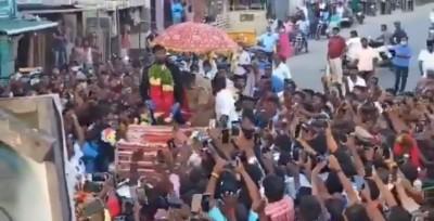5,000 people receive bowling hero Natarajan, take him on chariot