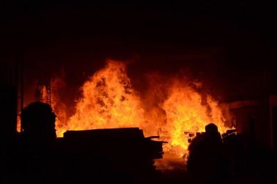 8 injured in Karachi factory fire