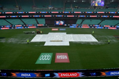 Australia 21/1 at lunch after losing Warner in rain-hit 1st session