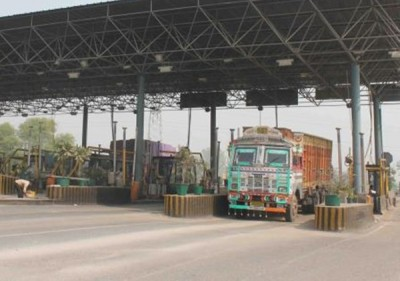 Cash lanes at NH toll plazas to remain operational till Feb 15: Govt
