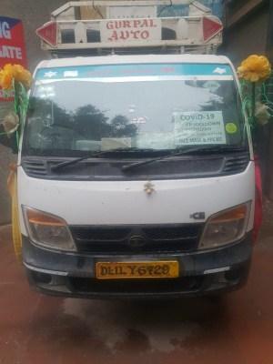 Delhi: Drug peddlers paste 'Covid service' sticker on vehicle to dodge cops, held