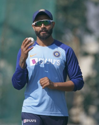 Jadeja ruled out of fourth and final Test with dislocated thumb