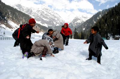 Kashmir cold wave in full swing: Another spell of snow likely