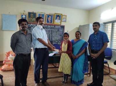 K'taka teacher couple help to lease house, financial assistance for students