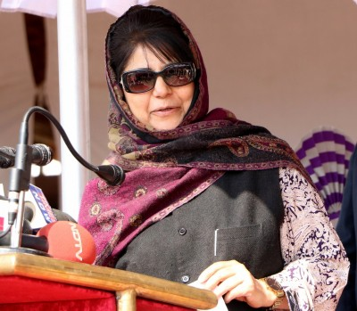 Mehbooba writes to L-G, seeks inquiry into Srinagar encounter
