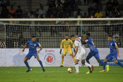 Mumbai City reclaim top spot with 2-0 win over Kerala Blasters