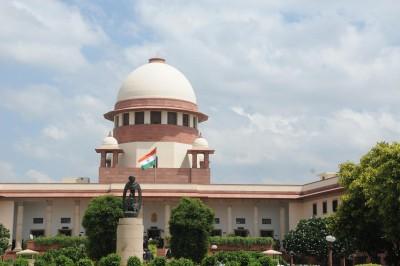 SC stays 3 farm laws, forms panel to hear farmers' grievances