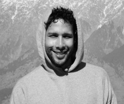 Siddhant Chaturvedi turns on poet mode again