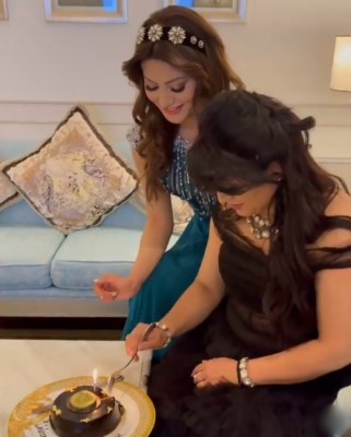Urvashi Rautela shares an emotional note for mother