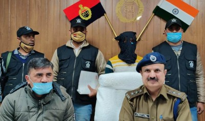 Wanted criminal with bounty of Rs 25,000 held with aide