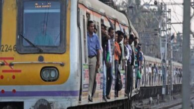 Mumbai: Woman dies after being 'pushed' out of train by husband