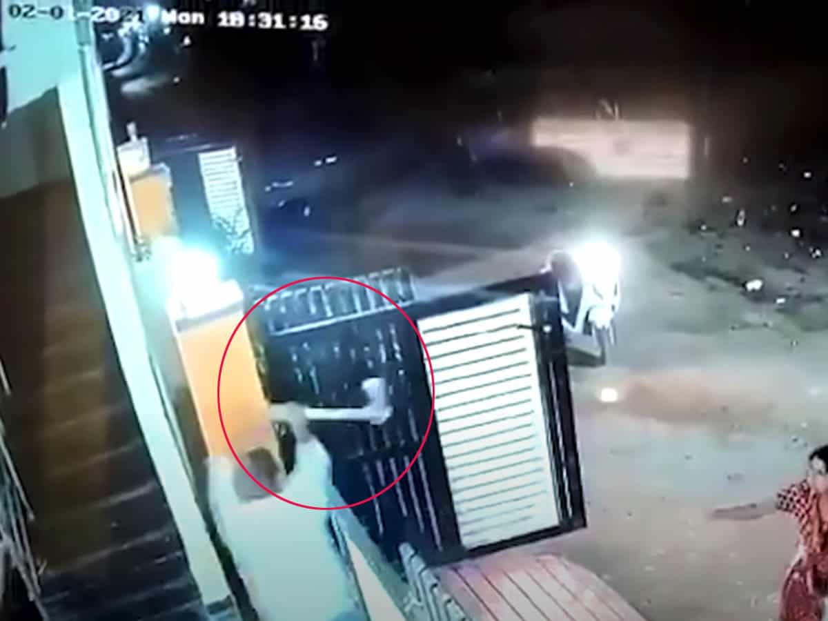 Video: Hyderabad man attacks woman with axe in an act of revenge