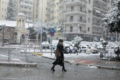 Cold snap in Greece leaves two dead