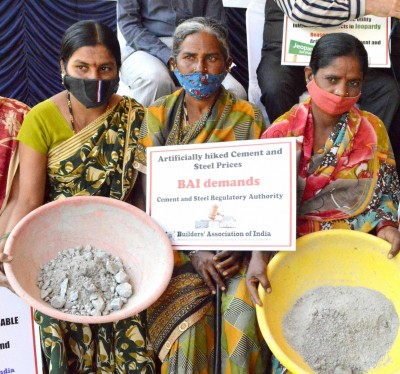 Delhi govt disburses money to construction workers