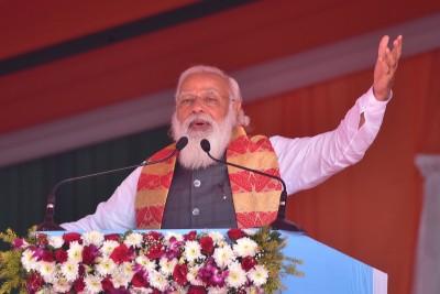 Modi impresses crowd with Bengali speech, slams Mamata over development
