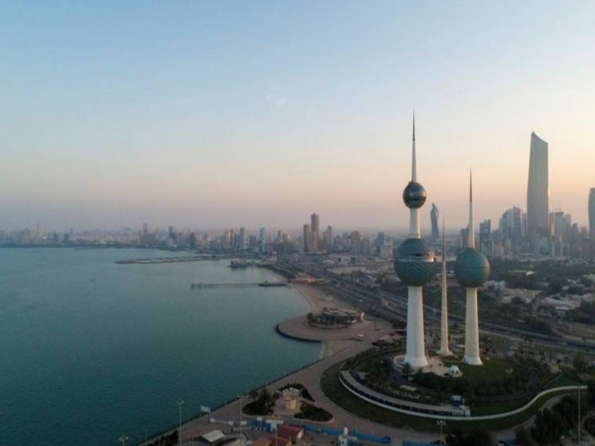 Kuwait closes land, sea borders for one month