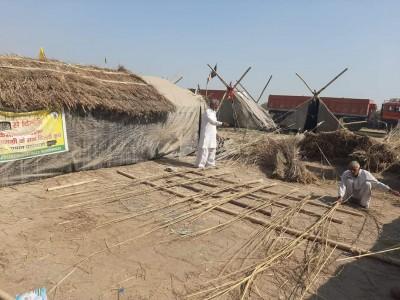 Rajasthan farmers build huts for Mahapanchayat