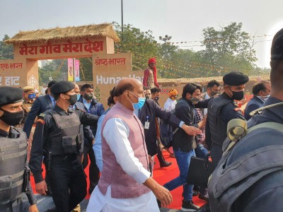Rajnath inaugurates 26th edition of 'Hunar Haat' in Delhi