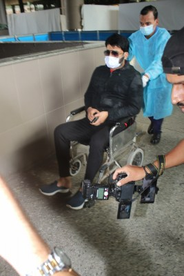 Video captures wheelchair-bound Kapil Sharma hurling 'abuse' at photographers