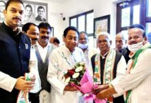 Babulal Chaurasia taking membership of Congress in presence of former Chief Minister Kamal Nath.