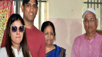 MS Dhoni's parents hospitalised after testing COVID-19