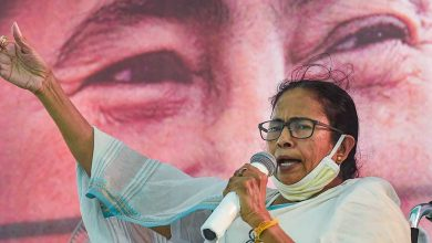 Mamata to stage dharna in Kolkata Tuesday to protest EC's ban on her