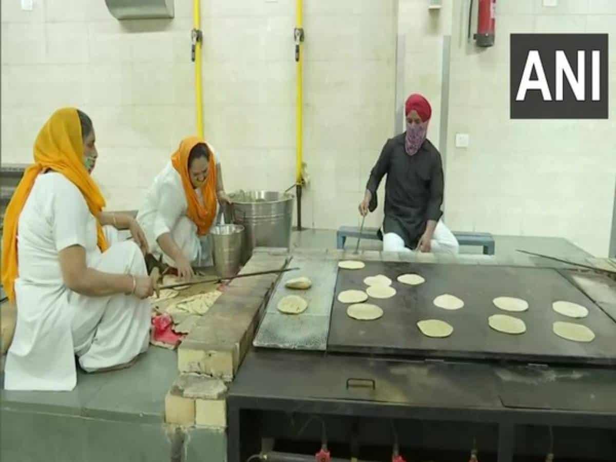 Delhi Sikh Gurudwara Prabandhan Committee provides langar food for COVID-19 patients