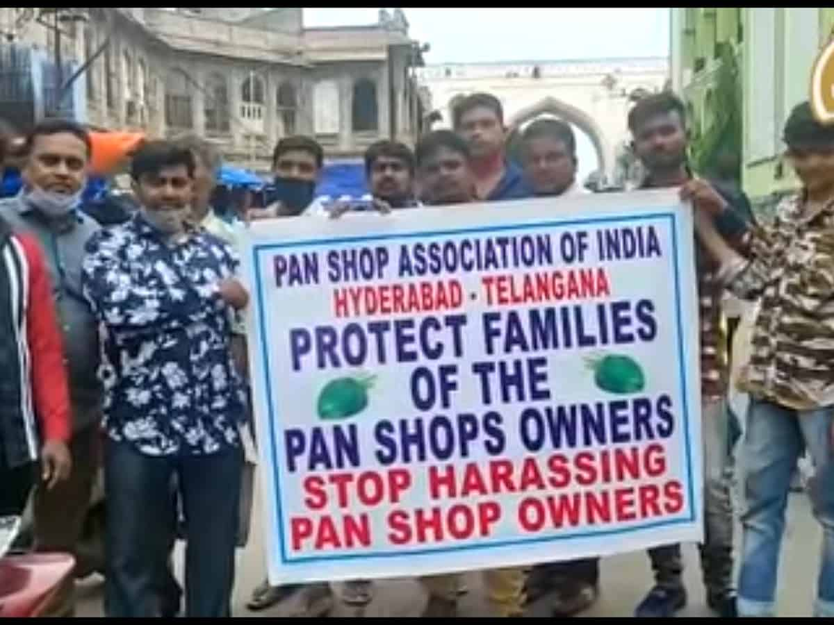Hyderabad: Pan shop owners stage protest on the ban of Zarda