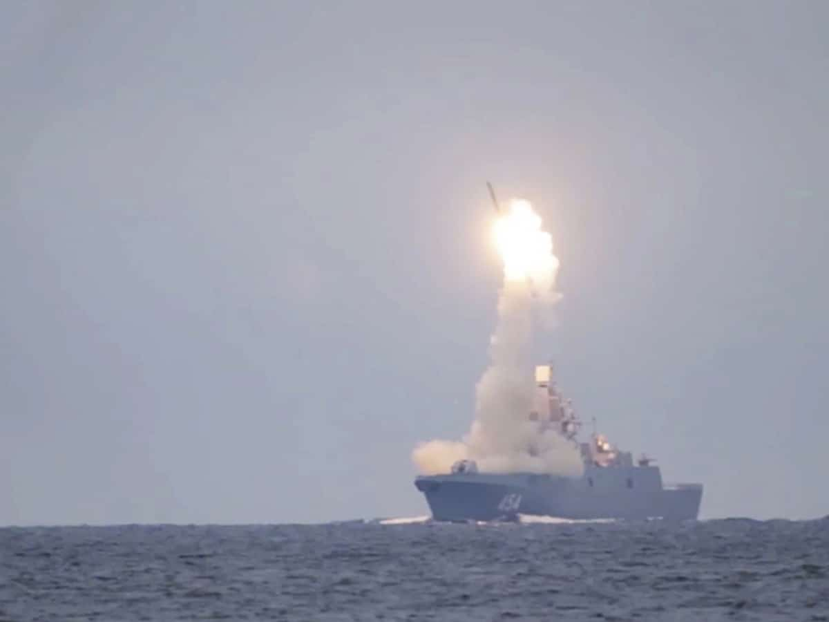 Russia reports successful test launch of hypersonic missile